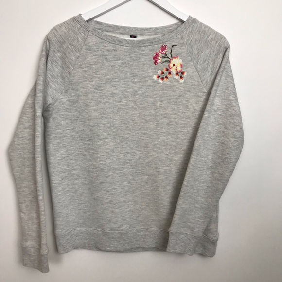 Betsey Johnson Tops - Betsey Johnson Embroidered Flower Sweatshirt Grey